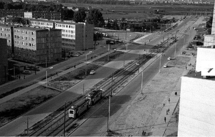 Aleja Pokoju widok w kierunku pętli tramwajowej. Kraków, 1975 rok.   więcej zdjęć Dąbia na: www.cracoviavintage.pl