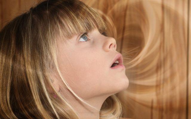 Wat als je kind je steeds onderbreekt? http://www.flair.be/nl/body-mind/374704/mama-ma-ma-met-dit-simpele-trucje-leer-je-je-kind-je-niet-te-onderbreken  Hand op de pols trucje