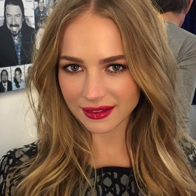 Instagram media by hungvanngo - Press day with beautiful young actress Britt Robertson @brittlrobertson for her new movie #TheLongestRide . On hair @leonardomanetti #BrittRobertson #HungVanngo #makeup