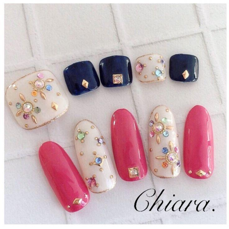 サンプルチップより♡(bijou. ♥︎ nail♡)合わせるのがネイビーでもピンクでも可愛いですよ♪ ♡Instagram → yochan4.nail|ネイルデザインを探すならネイル数No.1のネイルブック