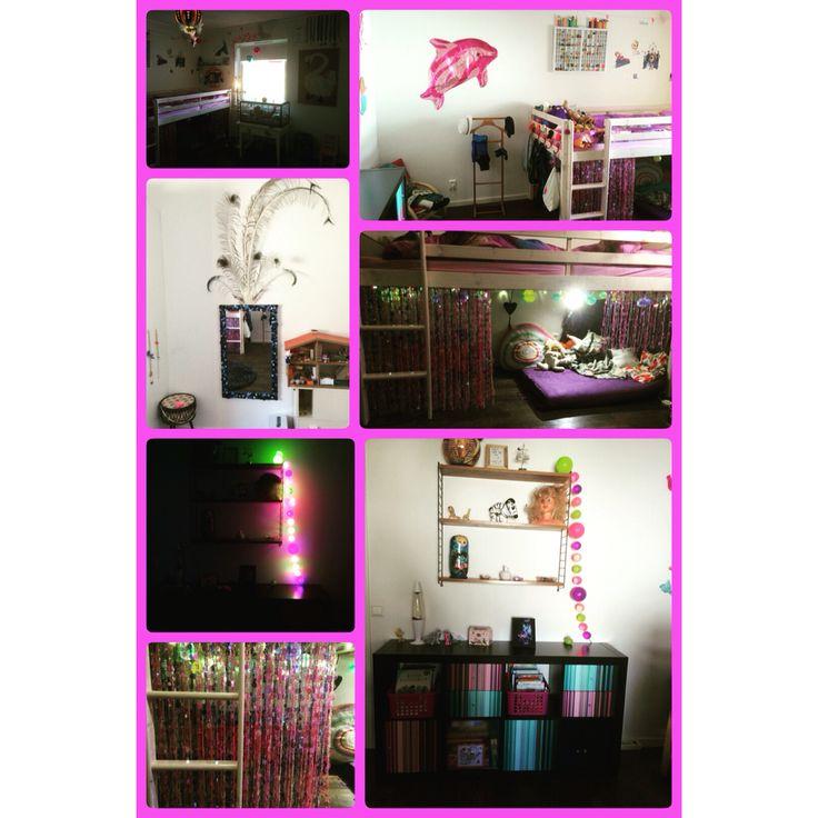 Tjejrum i rosa lila o turkos. Myshörna o draperi under sängen, många krokar till kläder o tapetserat om luckor o lådor på byrån. Diy Craft Pyssel Girlsroom Pink Purple