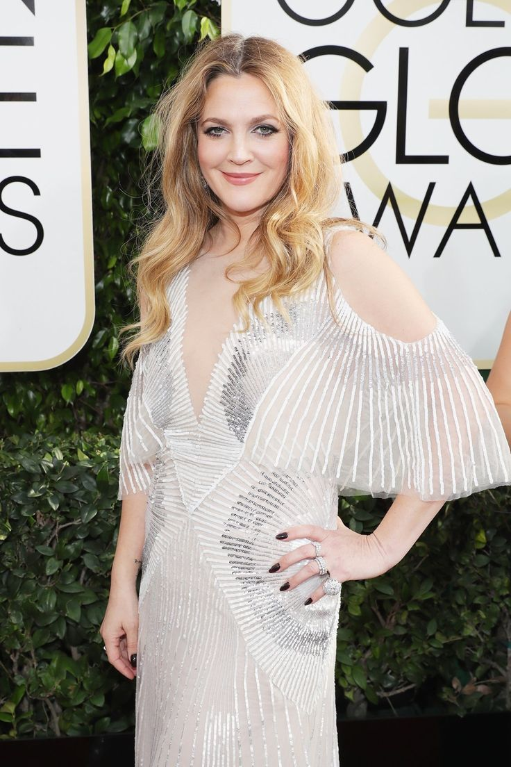 Drew Barrymore on the Golden Globes 2017 red carpet.