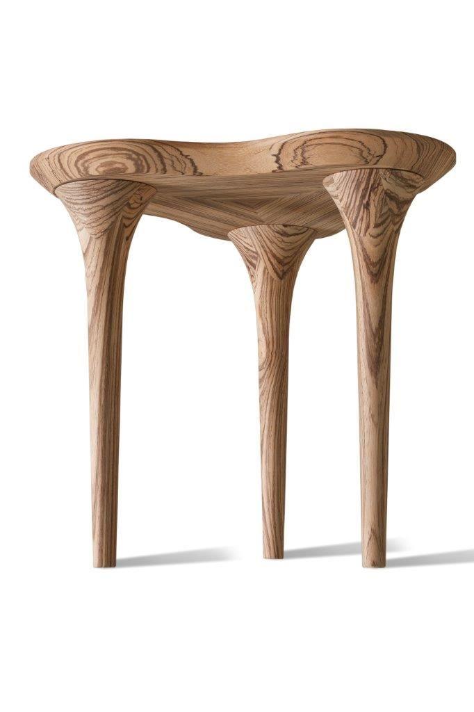 TRIFOGLIO. Struttura con gambe tornite e seduta lineare realizzate in legno di frassino massello. Essenziale nella forma ma con uno stile distintivo, Trifoglio è in grado di caratterizzare qualsiasi ambiente.
