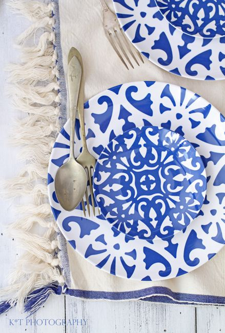 Modern blue and white pattern