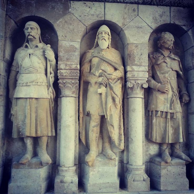 Statues in the Fisherman's Bastion.