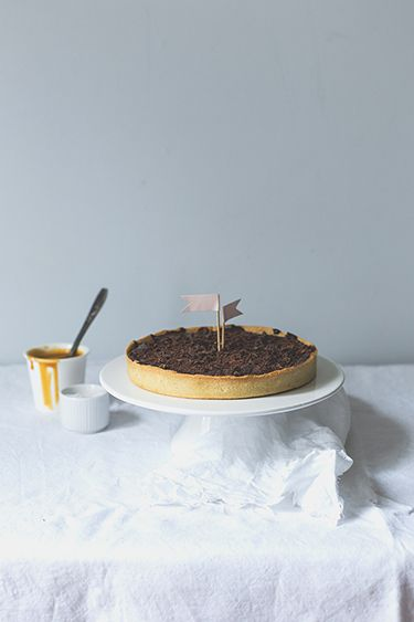 salted butter caramel and chocolate tart//: Chocolates Caramel ...