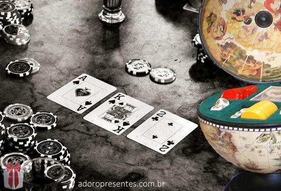 Jogos de Mesa é na Adoro Presentes. Confira no site da Adoro os Globos com Jogos de Poker e General. Super modernos e estilosos com o visual retro. Para momentos de descontração, nada como jogar com estilo. Acesse o site da Adoro e veja você mesmo.  #Globo #GlobocomJogos #Poker #General #AdoroPresentes #Decoração #Jogos