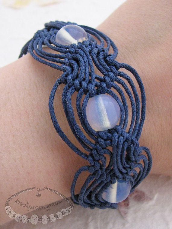 Beaded macrame bracelet with opal beads by kreatywnaprzyjemnosc