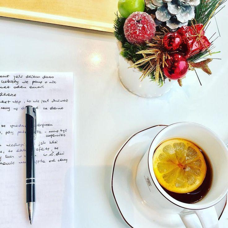 Dzisiaj praca w kawiarni bo w domu wszyscy chorzy i nie ma warunków na skupienie. Pracuję nad wstępem i zakończeniem do podcastu z Denise Duffield Thomas który ukaże się już w przyszłym tygodniu. Ale świetny odcinek! #tease #normalnieniewierze #podcast #biznesonline