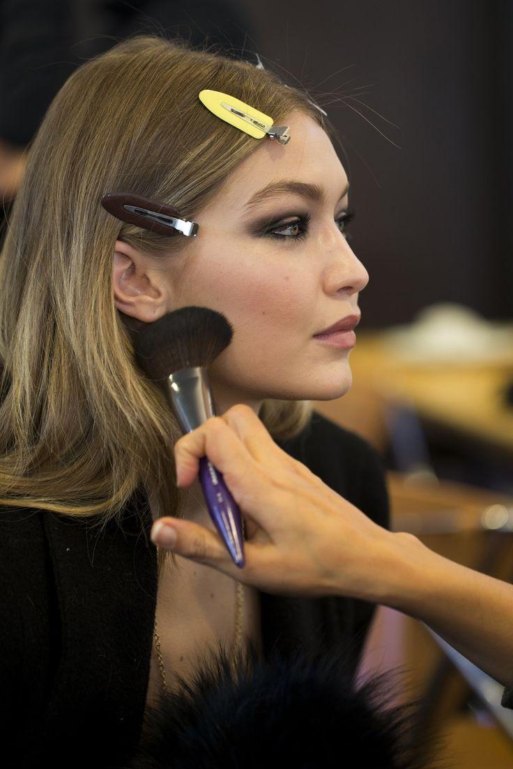 Atelier Versace Couture backstage - Gigi Hadid