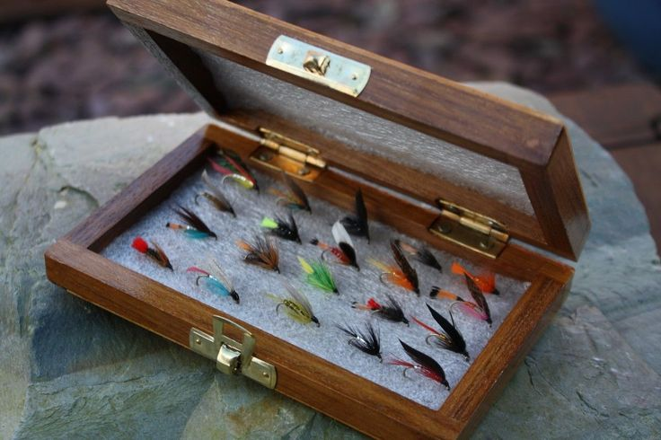 Wooden fly box with 20 assorted flextec trout flies wet for Fishing gift box