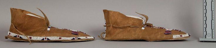 Мокасины, Шайены. Вид Б. Коллекция Nathan C. Wyeth.  Gen. Orlando B. Wilcox. Южная Дакота. Дата поступления 1905 год. NMNH.
