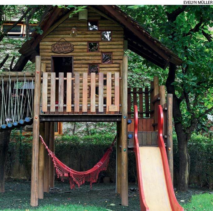 As madeiras mais indicadas para construir uma casa na árvore como esta, executada pela Lao Design e Engenharia, são a peroba e o pinho. Tipos econômicos, como o eucalipto e o cumaru, diminuem em até 40% o orçamento do projeto.