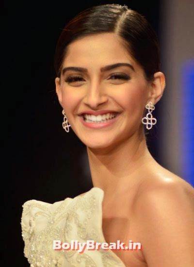 Sonam Kapoor gave a great smile at IIJw show day 3 Sonam Kapoor Pics in White Gown Dress at IIJW Fashion Show 2014 - Sonam Kapoor Ramp Walk Pics in hot White Tight Dress , #fashionshow #sonamkapoor #gown #iijw #dress #bollybreak #bollywood #india #indian #mumbai #fashion #style #bollywoodfashion #bollywoodmakeup #bollywoodstyle #bollywoodactress #bollywoodhair
