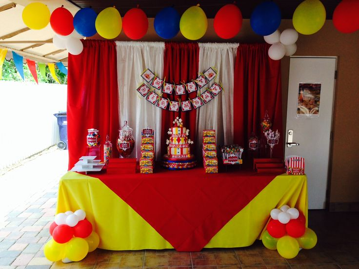 Circus theme kids party decoration cake table ideas for for Balloon decoration for kids birthday party