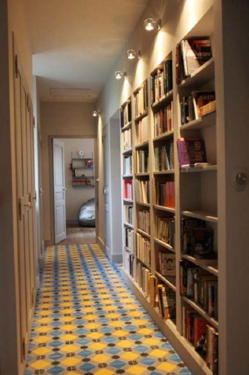 Bibliothèque dans le couloir