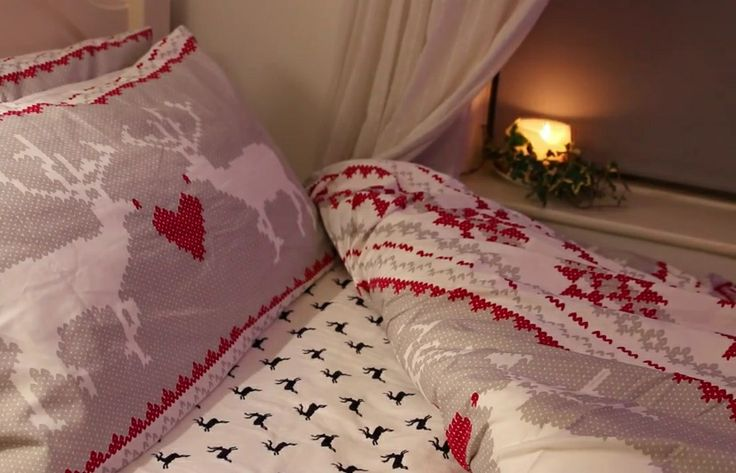 Zoella String Lights : Christmas bedroom inspiration Zoella Christmas Bedroom Pinterest Sweaters, Zoella and Beds