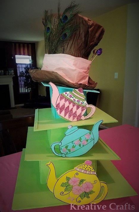 Alice in wonderland mad hater cupcake stand kreative for Alice in wonderland crafts