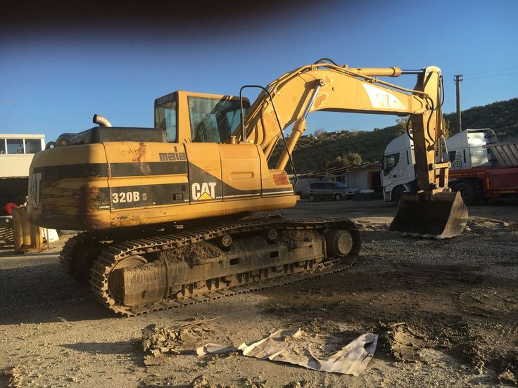 FOR SALE n. 5 pcs of Caterpillar 320B S mono boom year 2000 click on contact form for more news.