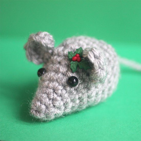 Crochet this little mouse and fill it with cat nip for your feline friend! Or turn it into a keychain or ornament! Quick FREE pattern!