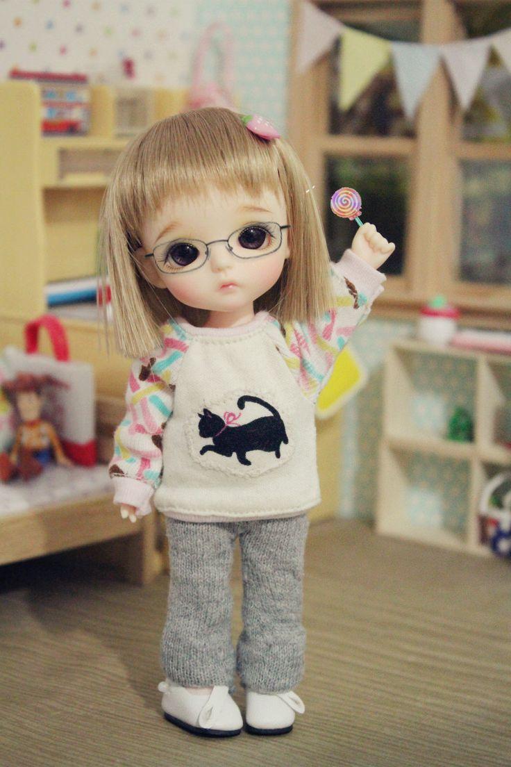 https://flic.kr/p/xBBXxJ | Don't tell Roro I got new glasses and a lollipop, she would be jealous! XD | 我才不会告诉你其实这些都是我娘给我p上去的...