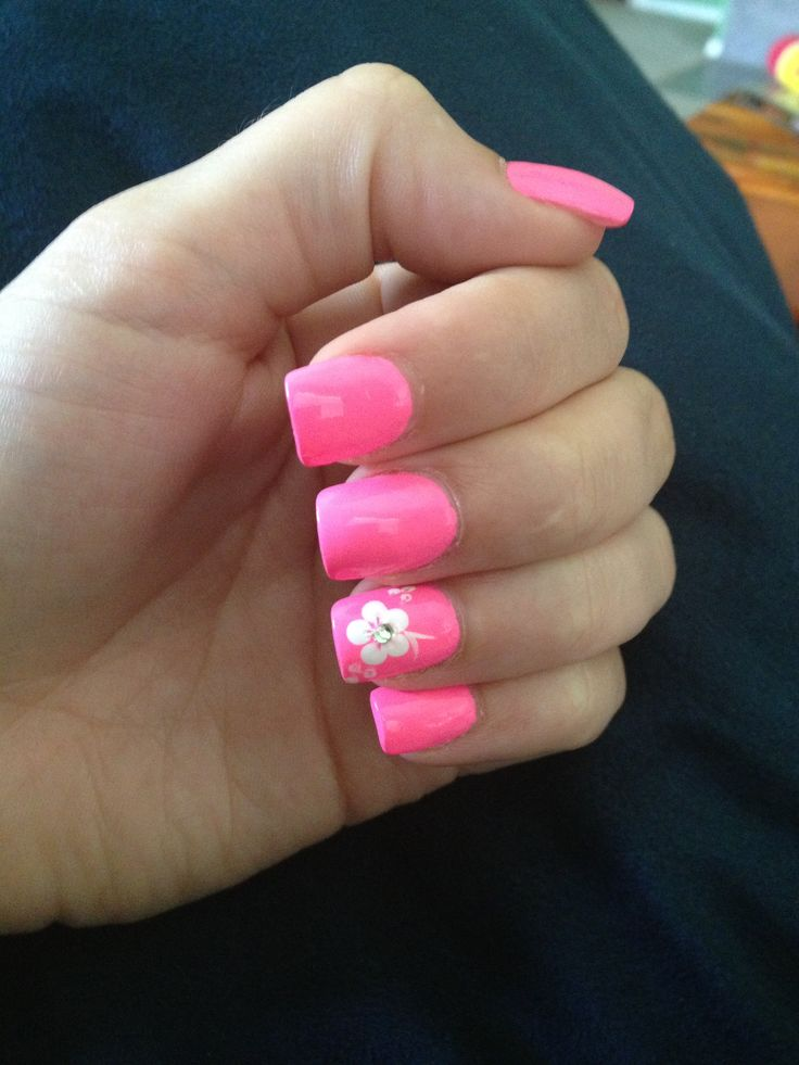 Hot pink acrylic nails with a white flower | Take me ...