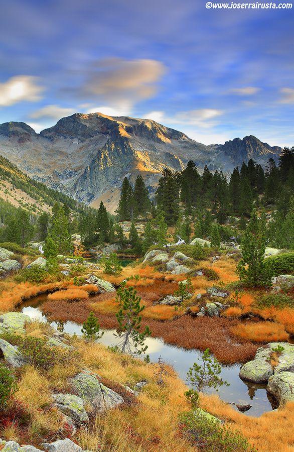 El Posets, una montaña mítica de los Pirineos. Subí con Begoña antes de nuestra boda... con bastantes apuros por el mal tiempo. Cosas de los Pirineos.