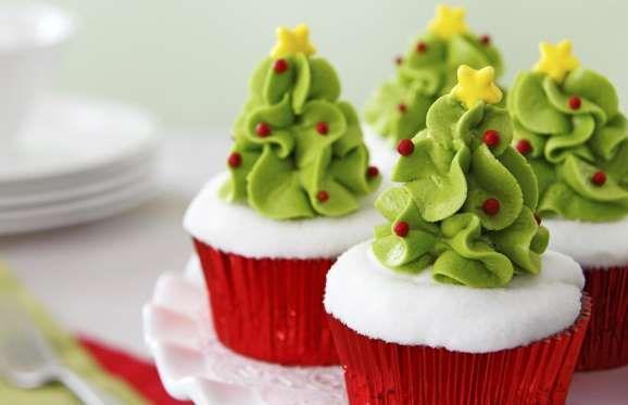 <p>Il frosting che utilizziamo per decorare i cupcakes può ricordare la sagoma di un albero. Pertant... - Tribù Golosa