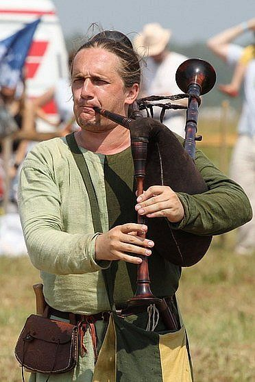 medieval bagpipes Scottish great highland bagpipes smallpipes medieval bagpipes gaita  fingering: open half open (ghb) extended (chromatic) renaissance medieval  bagpipe.