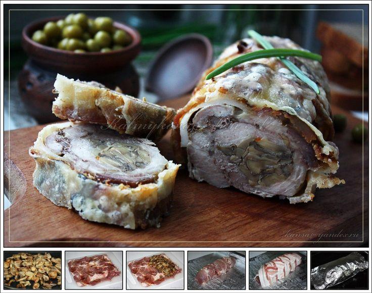 Рулет из свинины с грибной начинкой Автор: Анна Калмыкова  Тающий во рту рулет из свинины с грибной начинкой - это замечательная закуска, которую можно подать и на праздник, и просто к плотному обеду или ужину, и на завтрак в виде бутерброда! С начинками сплошной эксперимент! Итак, приступим к приготовлению  Потребуется: свинина 500 гр. бекон свиной 150-200 гр. грибы (у меня консервированные шампиньоны) 200 гр. соль, специи, соевый соус по вкусу сыр 20-40 гр. (по желанию) растительное масло…