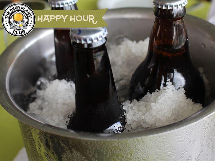 Gelar cerveja rapidamente: coloque a cerveja num balde, muito gelo e sal grosso, complete com água... uns minutinhos e ela está gelada como se tivesse saído do freezer !!