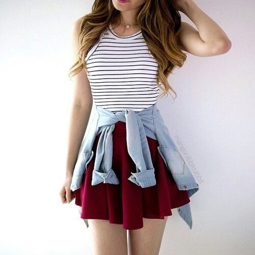I love thissssss.. black and white striped tank tucked into a maroon skirt❤❤