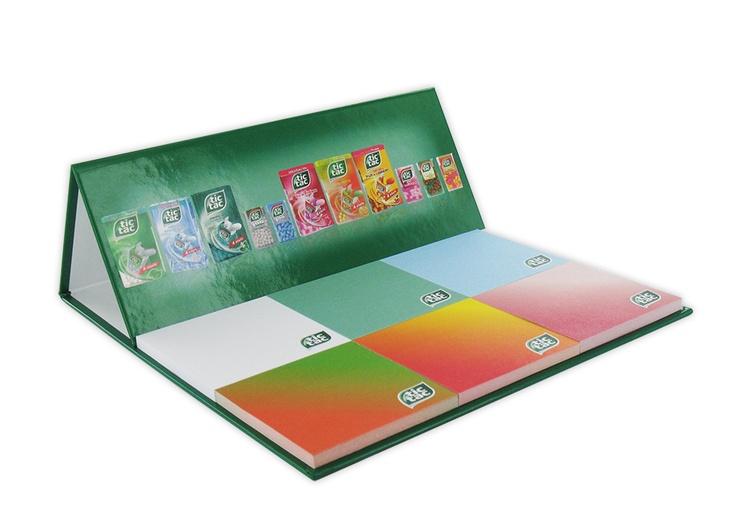 Marquez les esprits  Avec sa couverture grand format et 6 blocs de feuillets repositionnables, ce carnet est le support idéal pour décliner vos différentes marques. Consultez-nous.