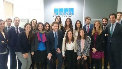Los alumnos de los másteres universitarios en Abogacía y Tributación y Asesoría Fiscal de Loyola Leadership School han visitado las instalaciones de KMPG Abogados en Sevilla.