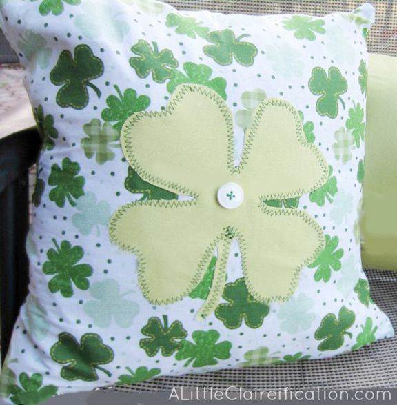 St. Patricks Day Crafts: DIY St. Patrick's Day Throw Pillow  with ALittleClaireific...