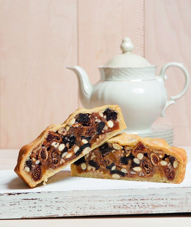 Ένα γλυκό πλούσιο σε πηγές ενέργειας, που μπορείτε να φάτε ακόμα και ως πρωινό. Επιπλέον δεν έχει ζωικά λιπαρά και είναι νηστίσιμο.