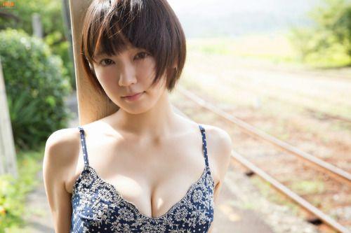 passion-nippones:  Riho Yoshioka :http://passion-nippones.eklablog.net/web-gravure-bomb-tv-gravure-channel-2014-10-riho-yoshioka-a118686984