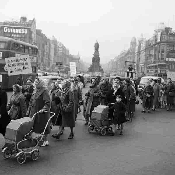 Housewives protesting on O'Connell Bridge (1963) Housewives crossing O'Connell Bridge in a march protesting the introduction of Turnover Tax, a new sales tax. © Irish Photographic Archive