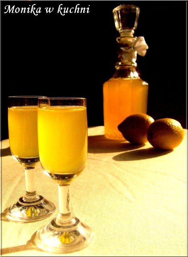 Miód i cytryna - duet doskonały! Jeśli dodamy do tego troszkę alkoholu, otrzymamy nalewkę nie z tej ziemi:) Przepis na prawdę prosty. Taki r...