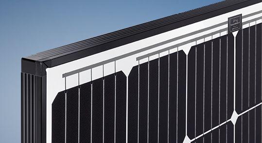 Neue Solarworld Module SW 290 MONO und SW 300 MONO mit schwarzem Rahmen und weißer Rückseitenfolie – Leisungsstark und schön. Höchste Erträge dank Einsatz hocheffizienter Zellen und optimierter Selbstreinigung mit Hilfe patentierter Drainage-Ecken Das schlanke Rahmenprofil mit 33 mm Höhe verbindet maximale Ästhetik […] Artikel lesen http://photovoltaik.granzow.de/neue-solarworld-module-sw-290-mono-und-sw-300-mono-mit-schwarzem-rahmen/