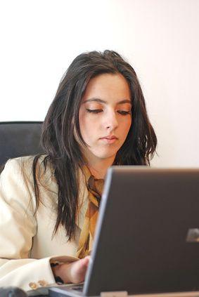 Cómo hacer una carta de presentación para solicitar empleo | eHow en Español