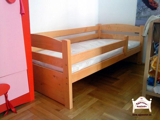 Huncut pocakos ágy 3/4-es leesésgátlóval