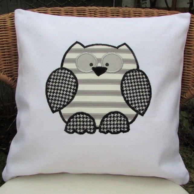 Monochrome owl cushion & The 25+ best Owl cushion ideas on Pinterest | Owl pillows Owl ... pillowsntoast.com