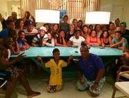 Seleção reunida até na folga - Após noite romântica, Neymar curte pagode na casa de Thiago Silva