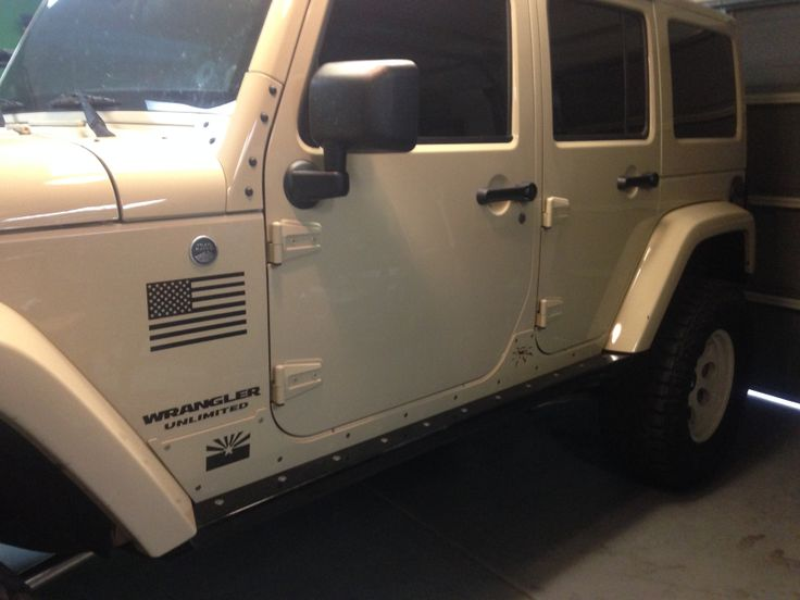 American flag decal from www.DecalJunky.com applied to the body of a Jeep