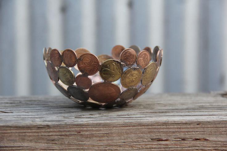 sculture-metallo-riciclato-monete-chiavi-moerkey-12