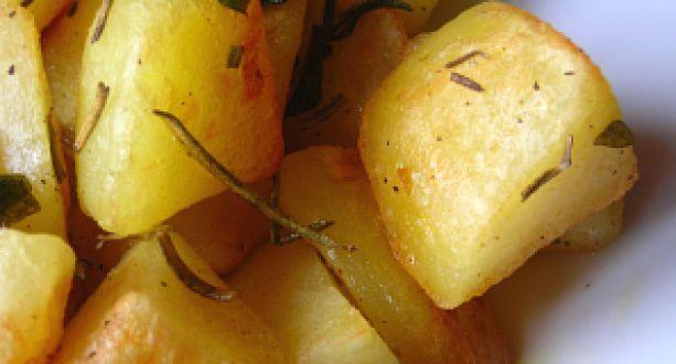 Ropogósra sült rozmaringos burgonya köret recept: Kiváló köret vörös húsokhoz, fűszeres ételekhez! Ha különleges köretre vágyik, ezt készítse el! Ízében, látványban, állagában egyaránt igazi különlegesség! http://aprosef.hu/ropogosra_sult_rozmaringos_burgonya
