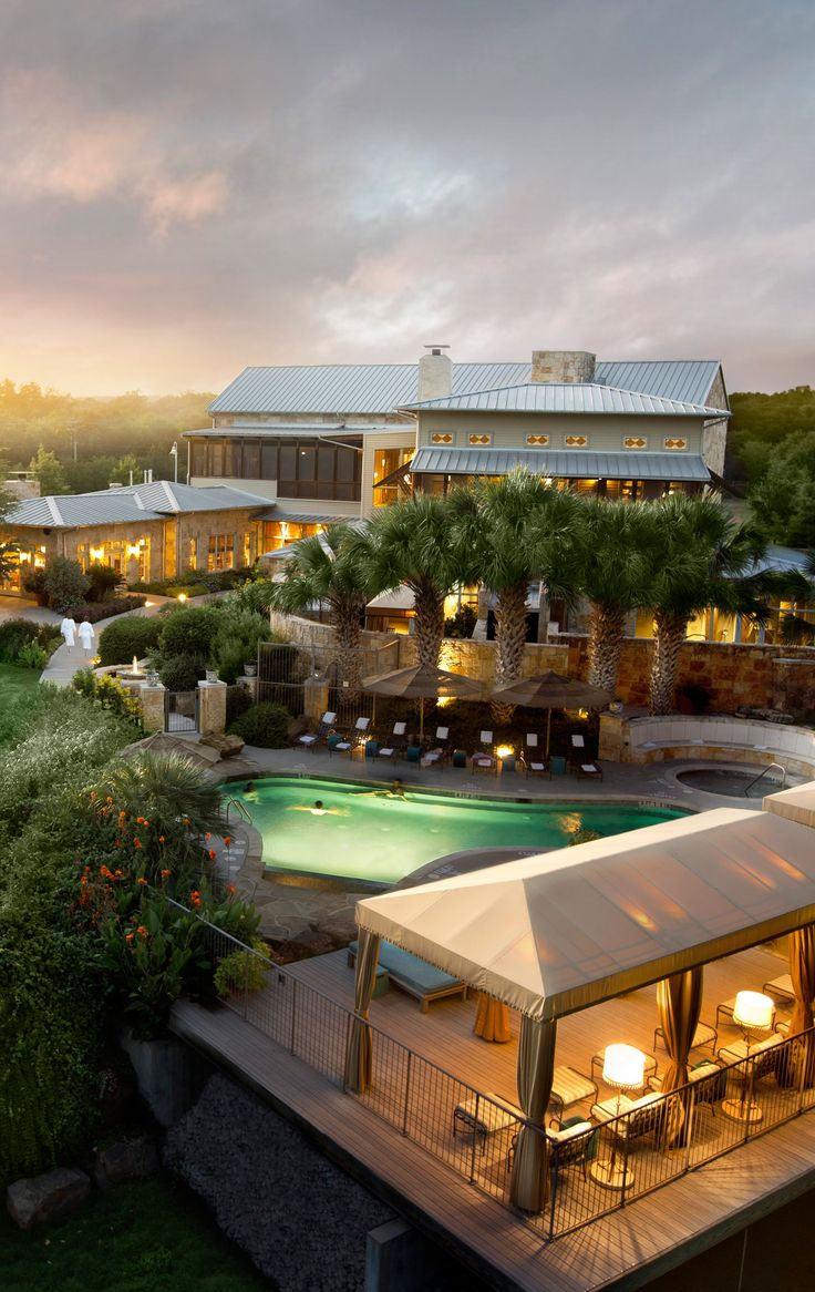 Just far enough from downtown Austin to escape the urban buzz, Lake Austin Spa Resort sits at water's edge.