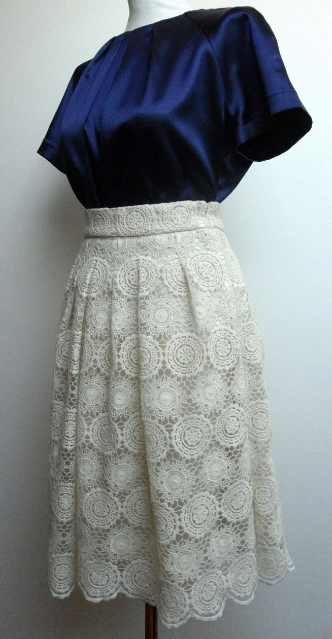 Spódnica z bawełnianej koronki i satynowa bluzka. Więcej zdjęć na FB: @KushonaHandMade