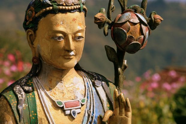 Statue at monastery Chitre (India) | Statue au monastère de Chitre (Inde) | Statue at monastery Chitre (India)